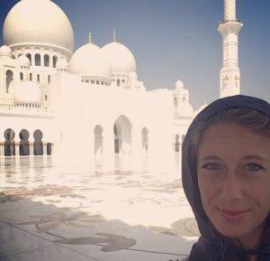 indossando un abaya alla Grande Moschea di Abu Dhabi
