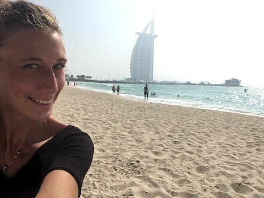 Selfie con la Vela di Dubai in un Giorno