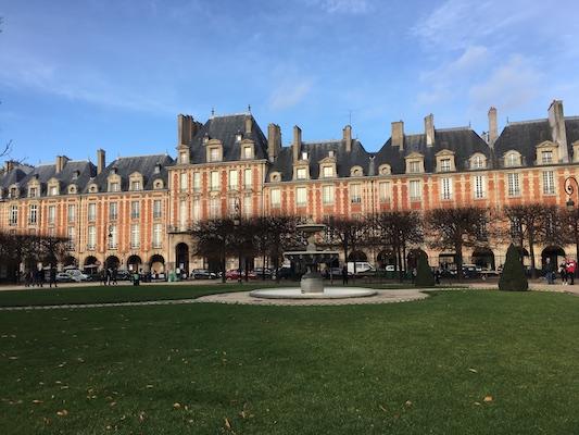 Padliglioni di Place des Vosges nel quartiere Marais