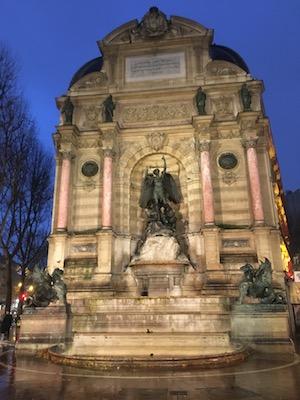 Fontana di Saint Michel nel Quartiere Latino di Parigi