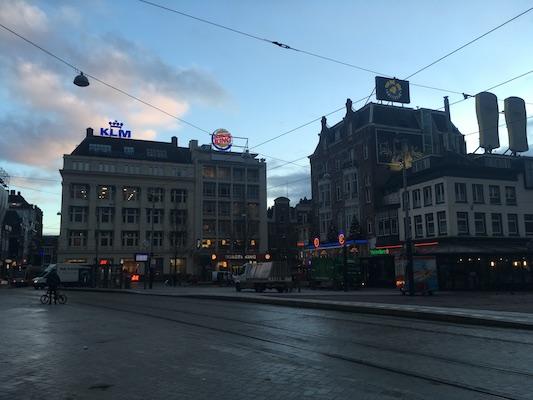 Panoramica di Leidseplein e del Bulldog di Amsterdam