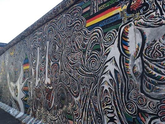 Frammenti del Muro di Berlino all'East Side Gallery