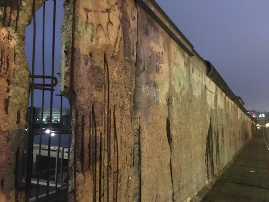 Frammento di Muro di Berlino alla Topografia del Terrore