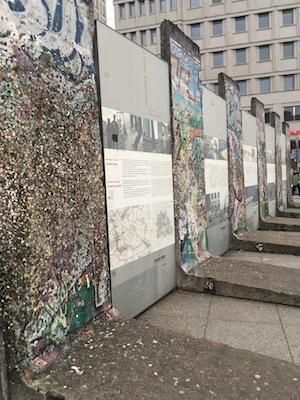 Frammenti del Muro di Berlino a Postdamer Platz