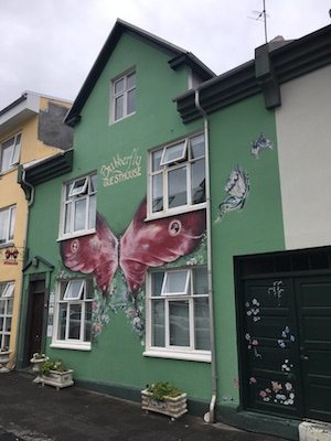 Ingresso della Butterfly Guesthouse a Reykjavik