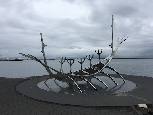 Scultura del Sun Voyager di Reykjavik