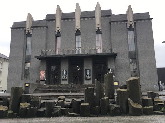 Teatro Nazionale di Islanda su Hverfisgata a Reykjavik