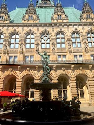 Fontana di Igea nel Cortile del Municipio di Amburgo