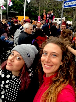 In mezzo alla folla a festeggiare l'Olavsoka a Torshavn nelle Isole Faroe