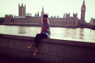 Along the Thames watching the Big Ben in my travel to London