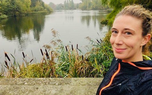 Di fronte ai giardini all'italiana di Kensington Gardens, uno dei posti migliori dove correre a Londra