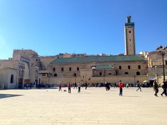 Piazza R'cif nella medina di Fes