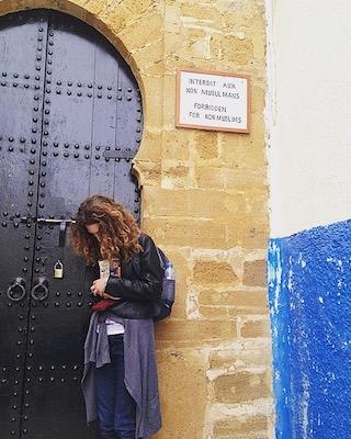Ad una moschea dall'accesso vietato ai non mussulmani