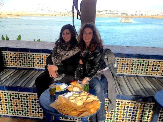 A Rabat mangiando mille gateaux maroccains