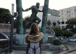 Alla statua delle Colonne d'Ercole di Ceuta