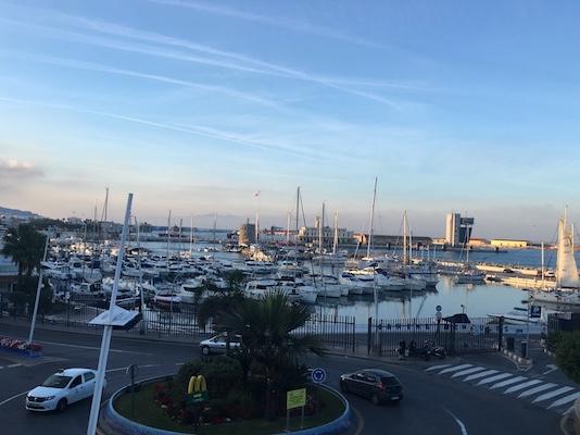 Vista sul porto di Ceuta da Plaza de la Constitución
