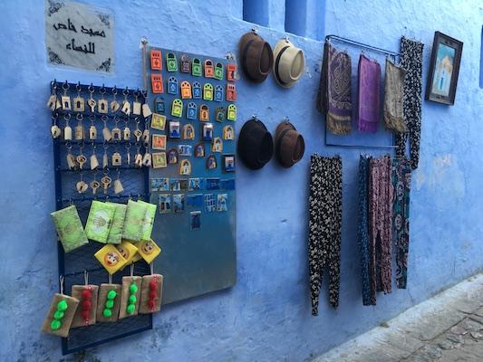 Magneti e classici souvenir del Marocco