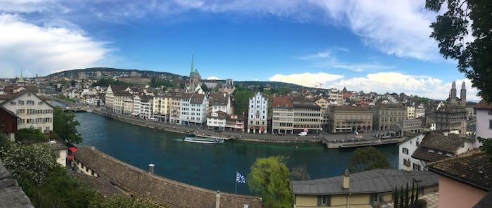 Panorama di Zurigo dalla collina Lindenhof