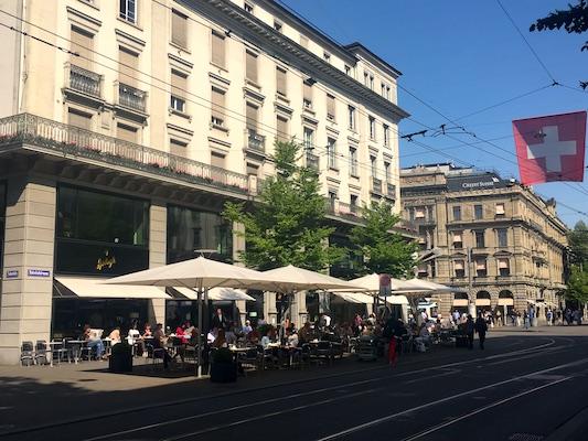 Cioccolateria Sprüngli e la banca Crédit Suisse a Paradeplatz