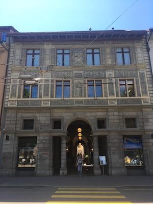 La facciata posteriore del Rathaus, il Municipio di Winterthur