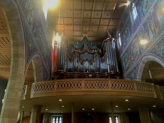 Organo e affreschi moderni della Stadtkirche di Winterthur