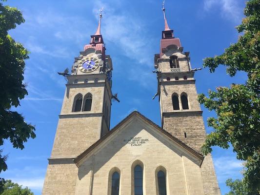 Le punte rosse delle torri gemelle della Stadtkirche di Winterthur