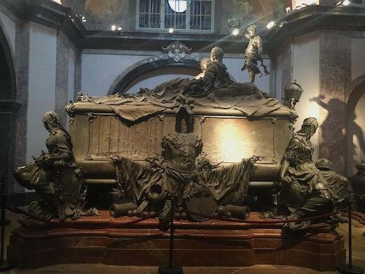 Tomba di Maria Teresa e Francesco I nella Cripta degli Imperatori nella Chiesa dei Cappuccini