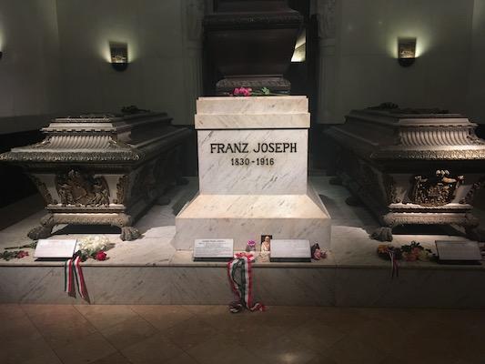 Tomba di Sissi, Francesco Giuseppe e Rodolfo nella Cripta degli Imperatori nella Chiesa dei Cappuccini