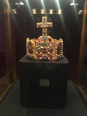 Corona del Sacro Romano Impero nella Camera del Tesoro Imperiale dell'Hofburg di Vienna