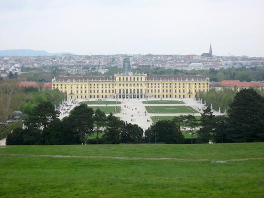 Panorama sul castello e parco di Schonbrunn dalla Gloriette