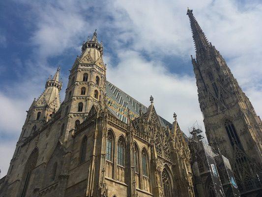 Il tetto colorato del Duomo di Santo Stefano di Vienna