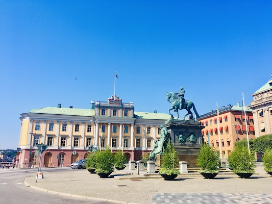 Piazza Gustav Adolfs Torg con al centro la statua di Gustavo II Adolfo Vasa