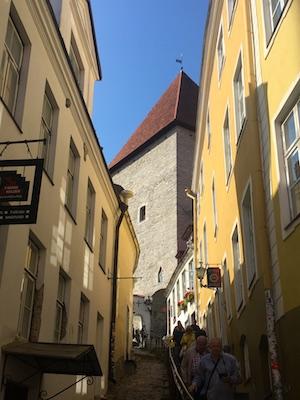 Scale ripide del passaggio Gamba Corta di Tallinn