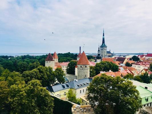 Panorama di Tallinn dalla terrazza Patkuli