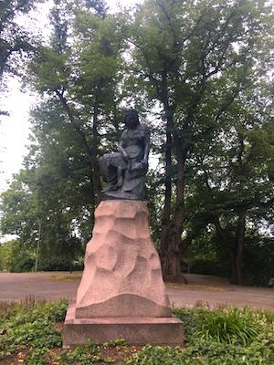 Statua di Linda sulla collina di Toompea
