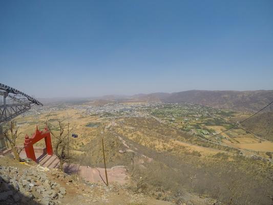Panorama di Pushkar e della cabinovia dal Tempio Savitri