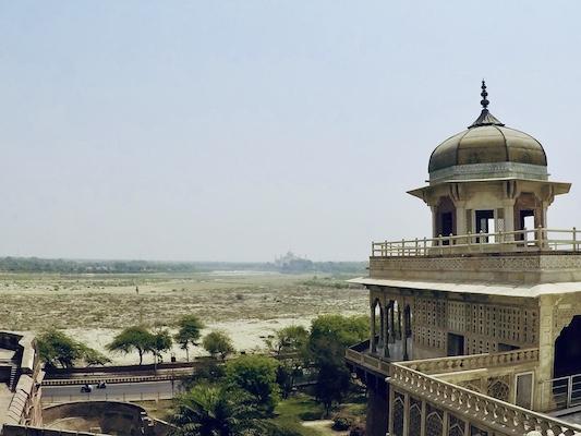 Muthamman Burj, la torre ottagonale di Shah nel Forte di Agra con vista sul Taj Mahal
