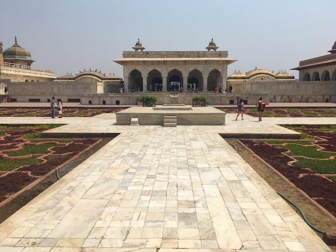 Uno degli edifici di marmo del Palazzo Privato del Forte Rosso di Agra
