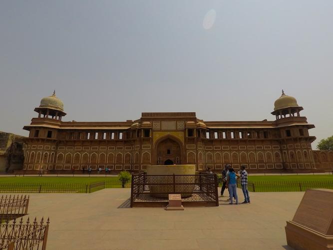 La vasca da bagno di Jahangir nel Forte Rosso di Agra
