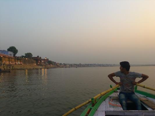 Giro in barca all'alba sul Gange da Assi Ghat