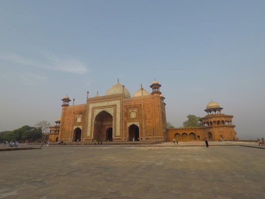 The mosque in the complex of the Taj Mahal