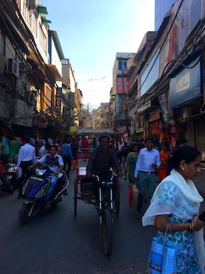 La folla di Chandni Chowk a Delhi
