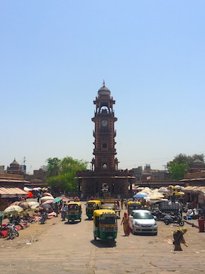 La Torre dell'Orologio nella piazza del Sardar Market a Jodhpur in India