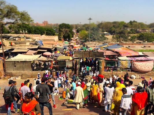 Strada affollata di Delhi