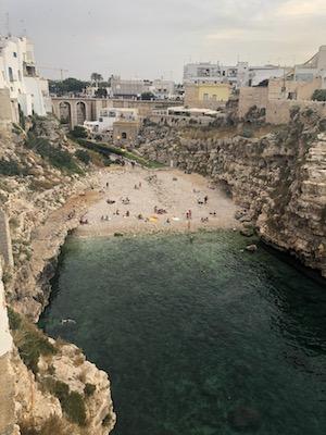 Vista su Lama Monachile dalla terrazza di Aquamarea a Polignano a Mare