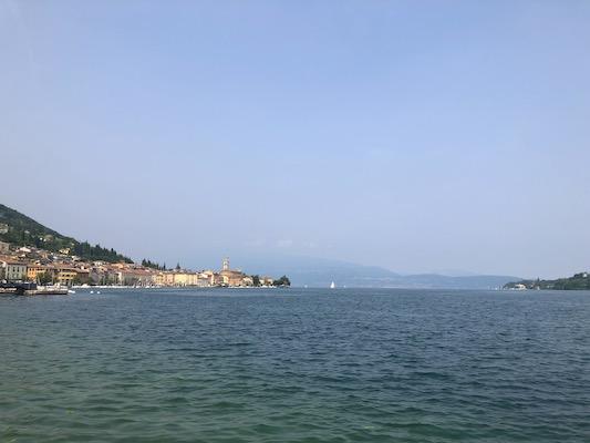Veduta del paese di Salò sulle rive del Lago di Garda