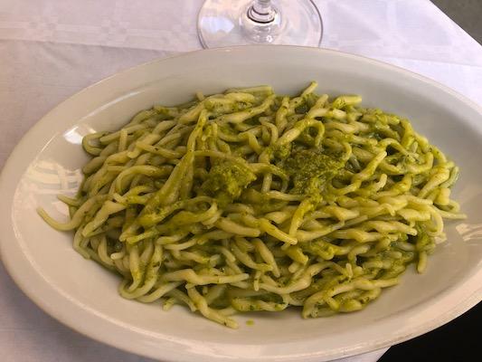 Trofie al Pesto dell'Osteria du Chicchinettu a Varese Ligure, tappa del nostro tour enogastronomico in Italia